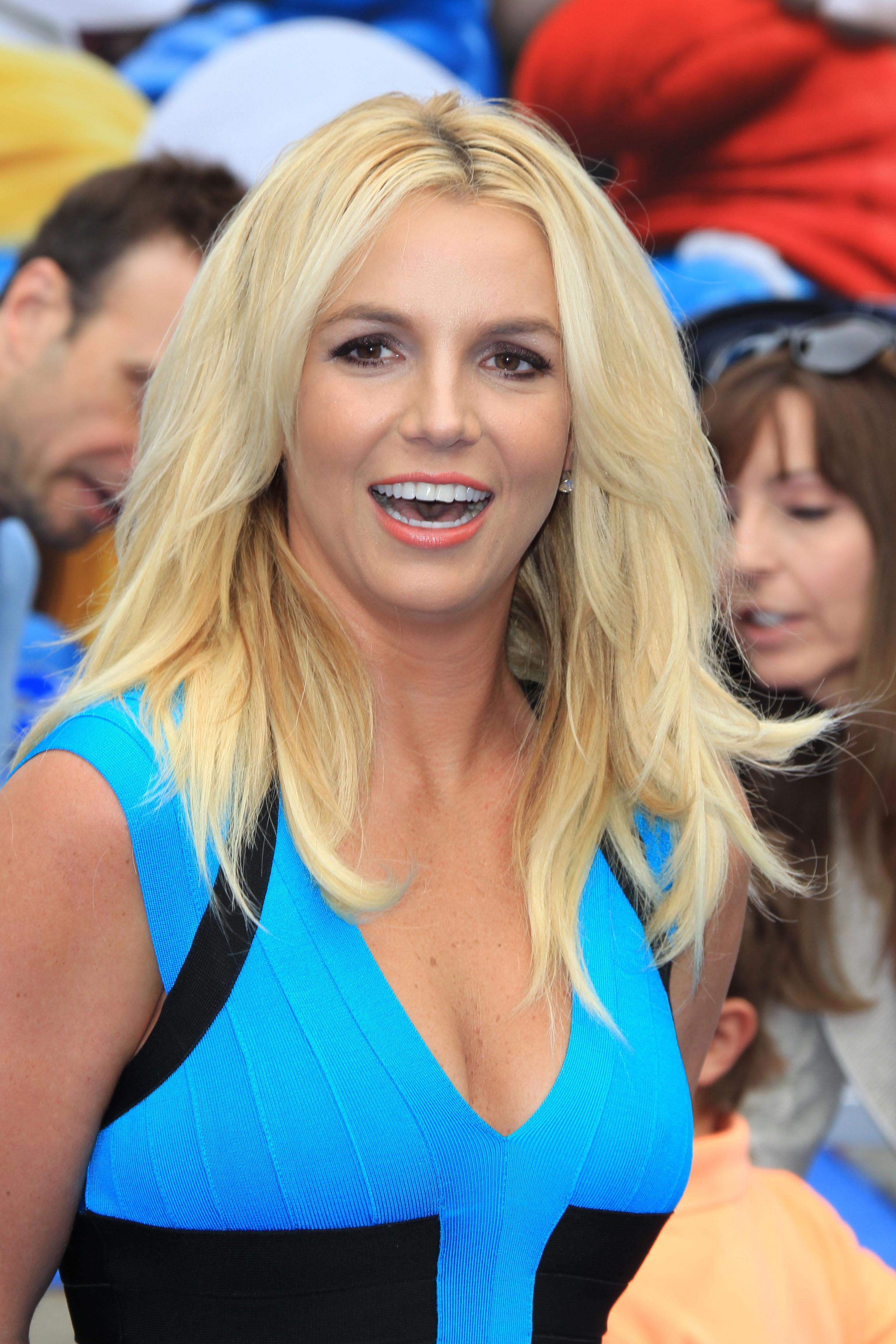 """Britney spears coi suoi figli alla prima di """"puffi 2″"""