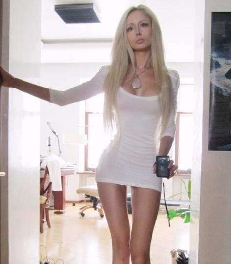 Valeria lukyanova gossip fanpage - Valeria allo specchio ...