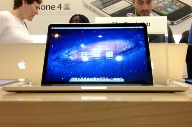 Per sostituire la batteria del nuovo MacBook Pro Retina Apple potrebbe richiedere fino a 199$.