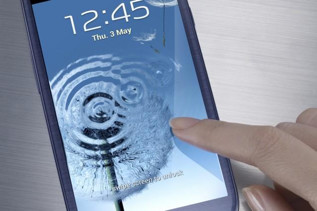 Samsung Galaxy S III: ecco le prime immagini live della versione Pebble Blue arrivata in Italia [FOTO ESCLUSIVE MOBILE FANPAGE].