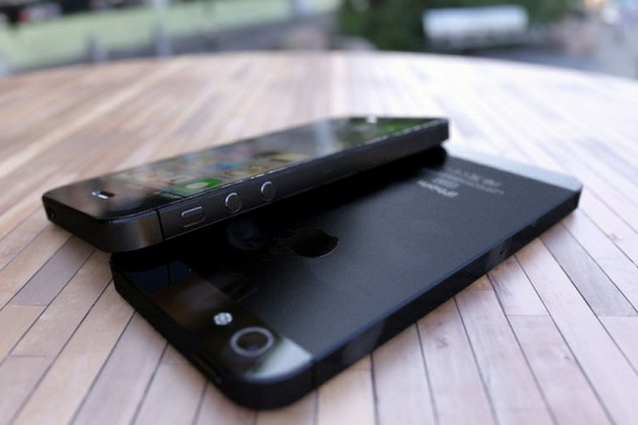 Il nuovo iPhone 5 in un video concept in 3D.