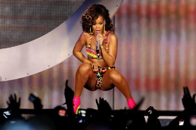 Rihanna sesso, droga e … sexy shop!