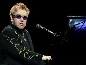 Grande paura per il cantante inglese ricoverato a Los Angeles a causa dell'acutizzarsi di una grave infezione alle vie respiratorie, annullate quattro date del tour.