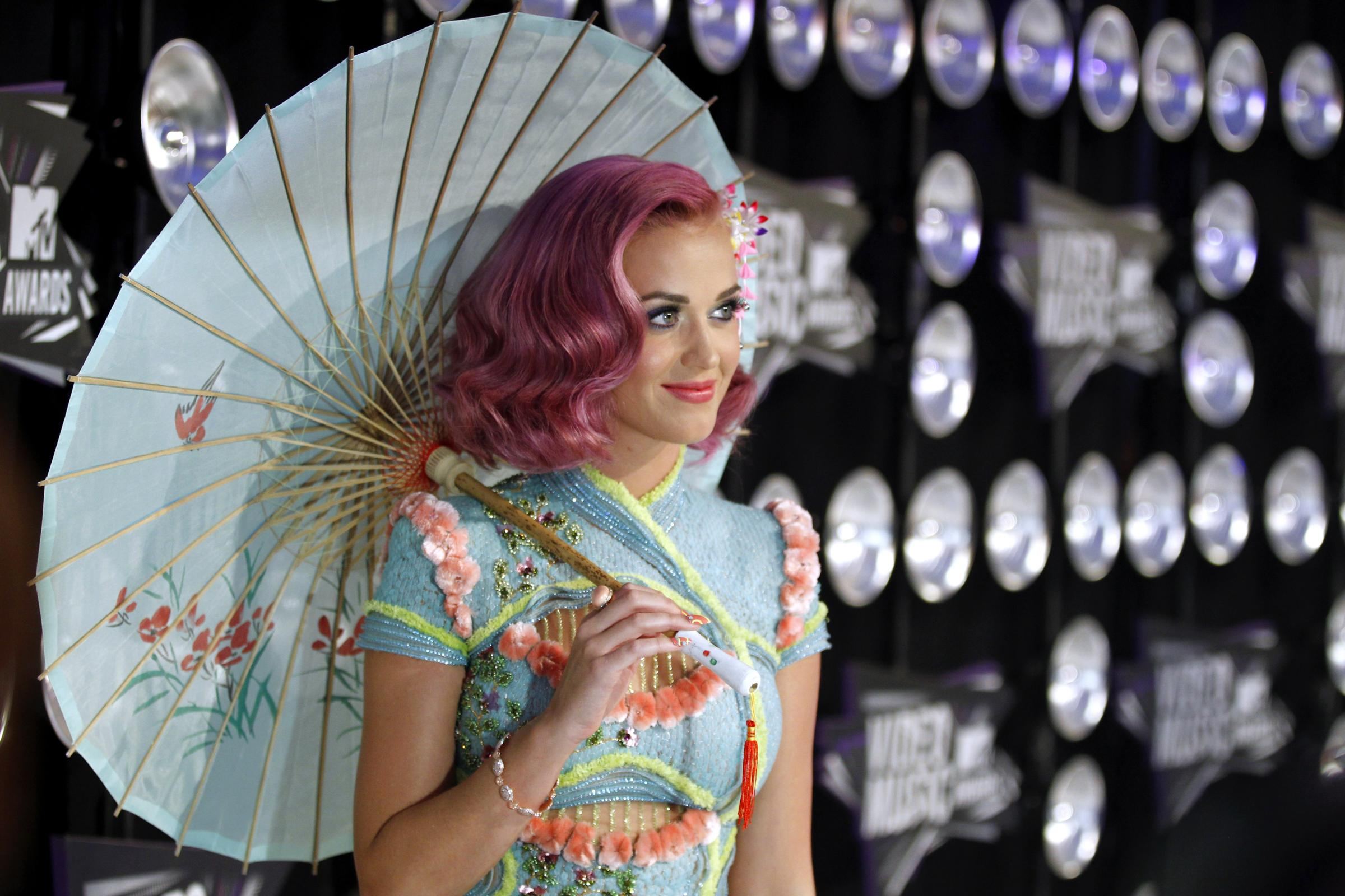 http://static.fanpage.it/musicfanpage/wp-content/uploads/gallery/mtv-video-music-awards-2011-le-foto-piu-belle-della-serata/ombrello-katy.jpg