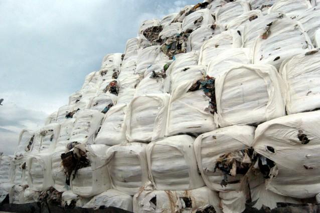 Le 2500 tonnellate di ecoballe provenienti da Napoli e dirette in Marocco (static.fanpage.it/napolifanpage)