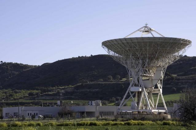 In Sardegna s'inaugura il più grande radiotelescopio europeo.