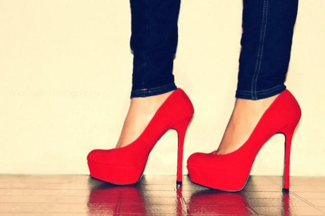 کفش قرمز پاشنه بلند