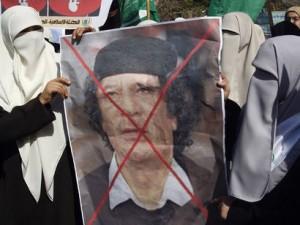 Libia: smentita la morte di Gheddafi, i ribelli per le strade di Tripoli. LA DIRETTA.