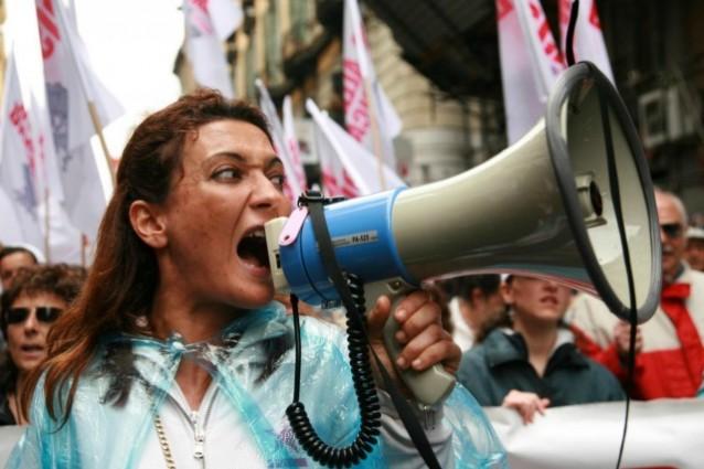 LE PROTESTE. A VALLO PETIZIONE CONTRO L'ANTENNA, A SAPRI APPELLO A MATTARELLA PER IL RIPRISINO DELLA COMMISSIONE INVALIDI.