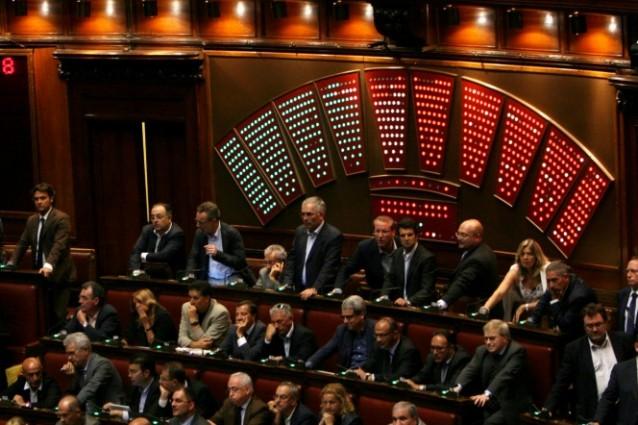 Onorevoli col doppio ma anche triplo incarico l for Elenco senatori italiani