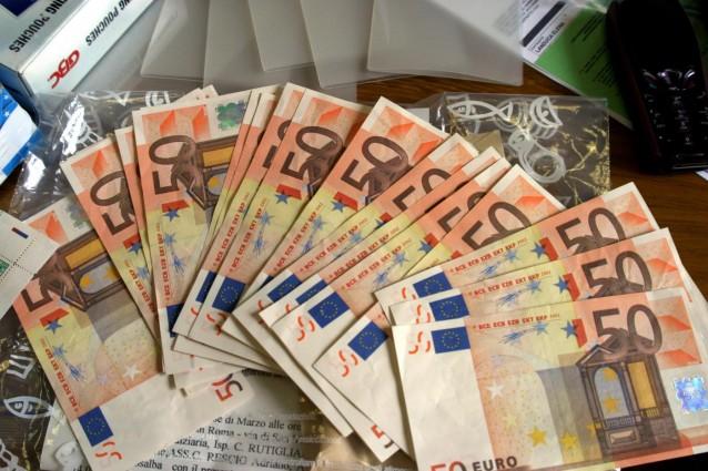 http://static.fanpage.it/socialmediafanpage/wp-content/uploads/2012/01/Addio-contanti-Ecco-che-succede-a-chi-spende-1000-euro-in-denaro-liquido-638x425.jpg