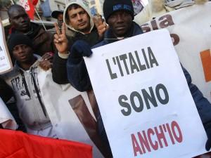 Lavoro, lingua e partecipazione: ciò che chiedono gli immigrati in Italia.