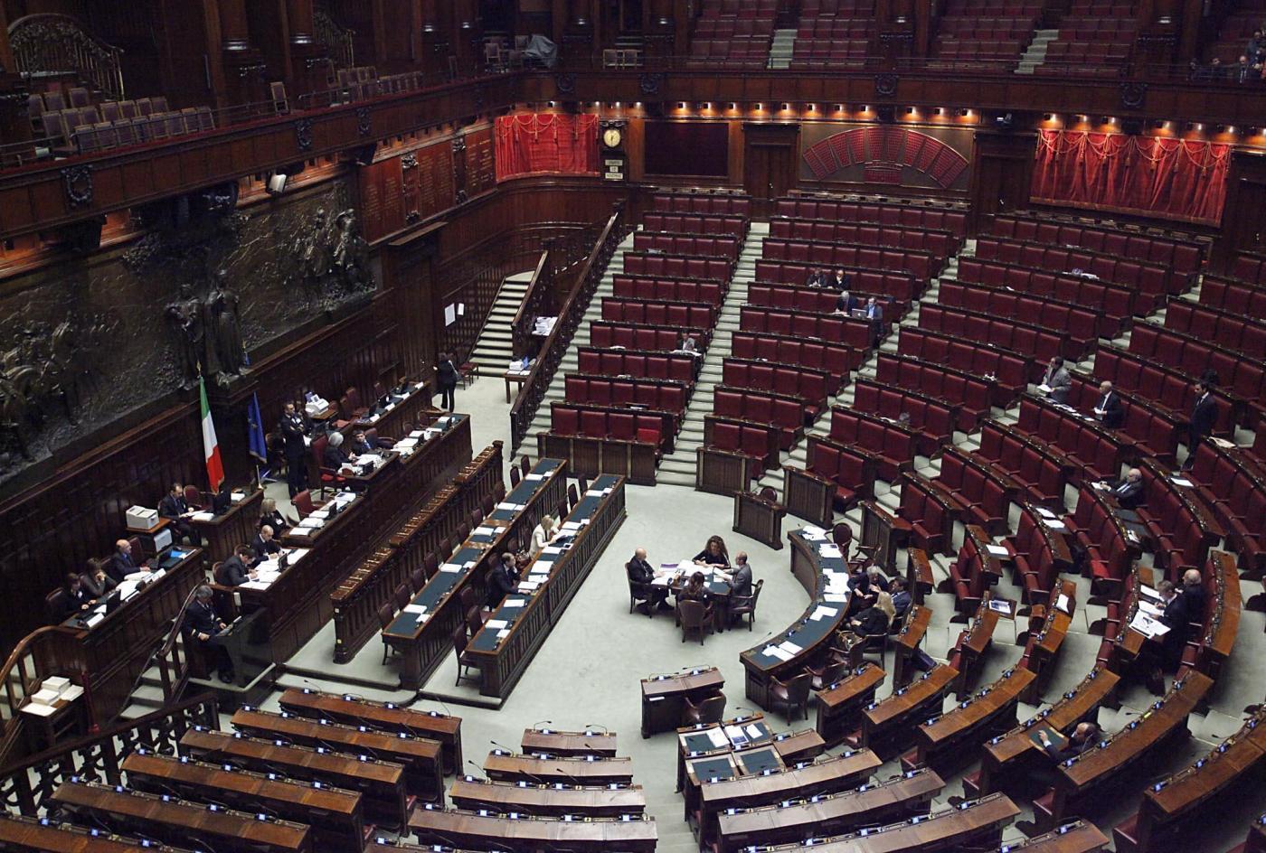 Le ferie infinite dei parlamentari banchi semivuoti alla for Lavori camera dei deputati