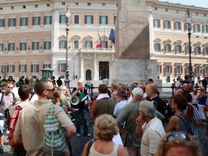 Ecco la catena umana attorno al parlamento di cui nessuno for Notizie parlamento italiano
