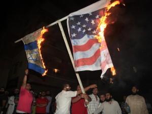 bandiere-bengasi-bruciate