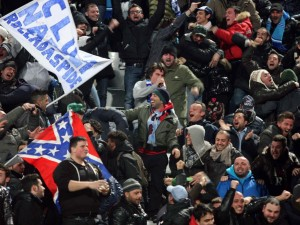 Napoli, agguato ai tifosi svedesi dell'Aik Solna: tre accoltellati.