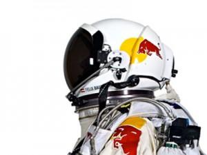 Dall'infografica Red Bull Stratos, ecco un focus sulla tuta pressurizzata e tecnologica che ha permesso a Felix Baumgartner di potersi lanciare da 39mila metri d'altezza senza rischiare di bollire. E adesso questo prototipo aiuterà una nuova generazione di astronauti.