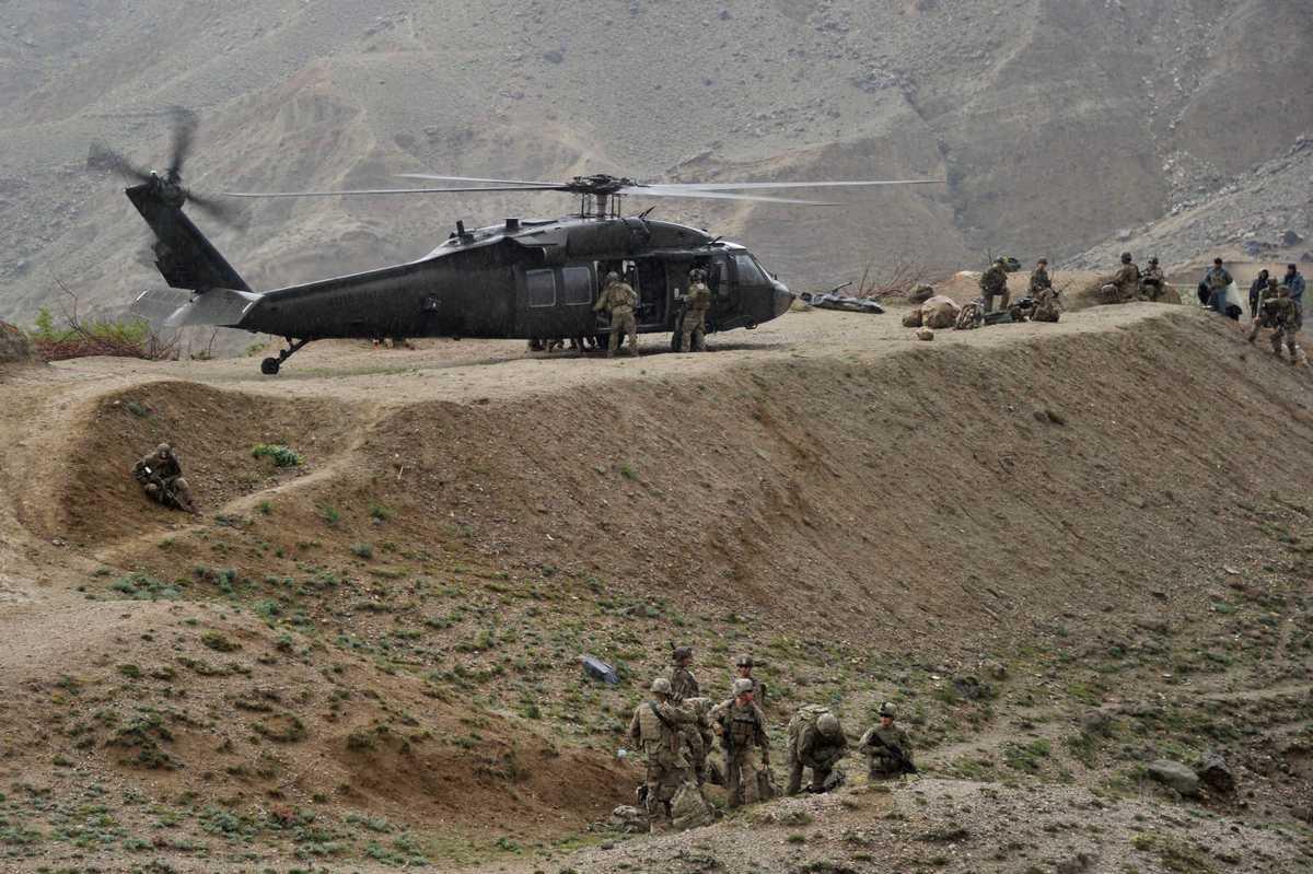 Elicottero Usa : Elicottero militare usa si schianta vicino al confine con