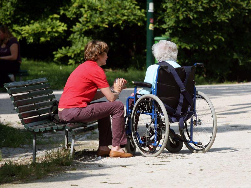 Badante seppelisce uomo e ne riscuote pensione per due anni$