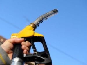 Benzina, l'Effetto Egitto fa volare i prezzi. Il Codacons: