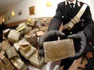 Caserta scoperta casa della droga 22 chili nascosti tra giocattoli e mobili - Spaccio mobili milano ...
