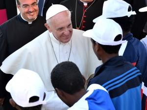 """Papa Francesco: """"E' una vergogna""""$"""