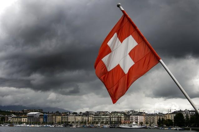 Svizzera, prelievo forzoso dai conti dei ricchi per l'assicurazione ai disoccupati.