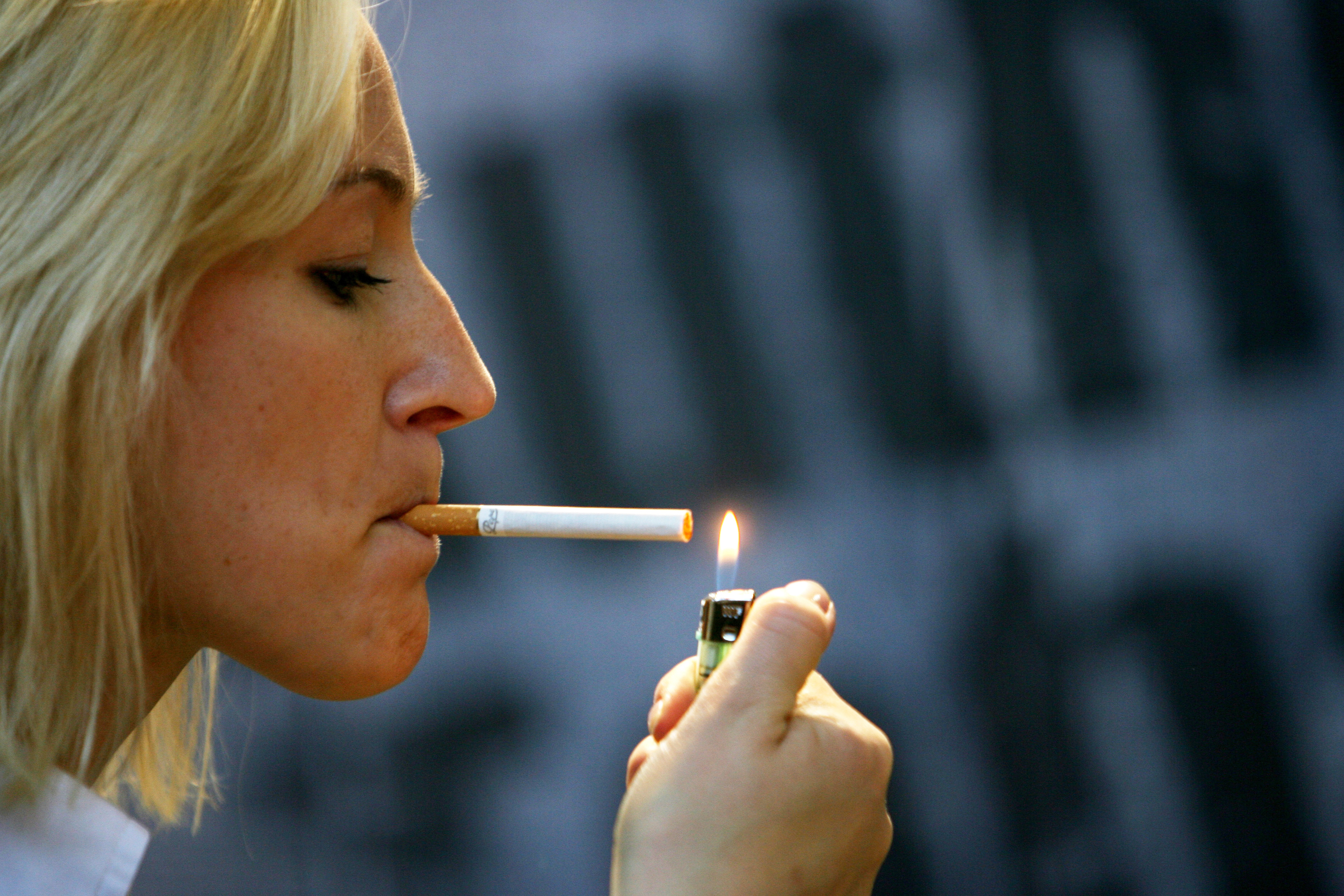 Poiché quanti i giorni là passano allabitudine di fumare