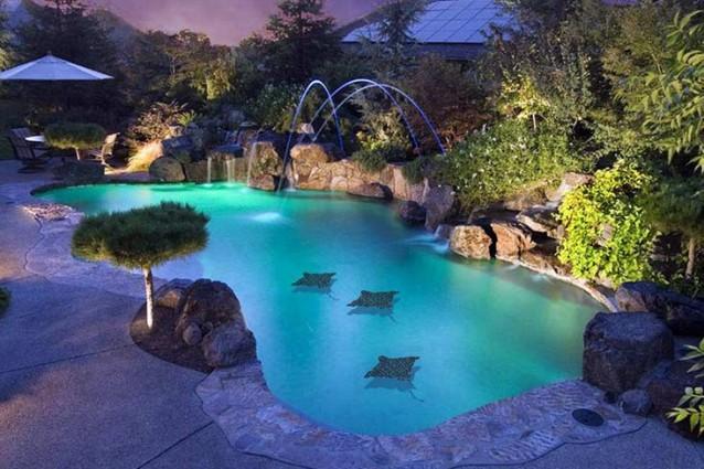 Piscine le pi belle del mondo grazie ad un particolare for Belle case con piscine