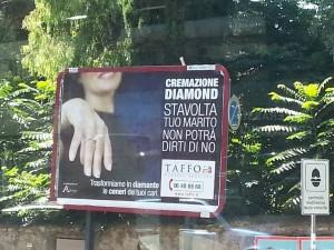 Le ceneri del defunto diventano diamanti. La pubblicità choc dell'agenzia funebre.
