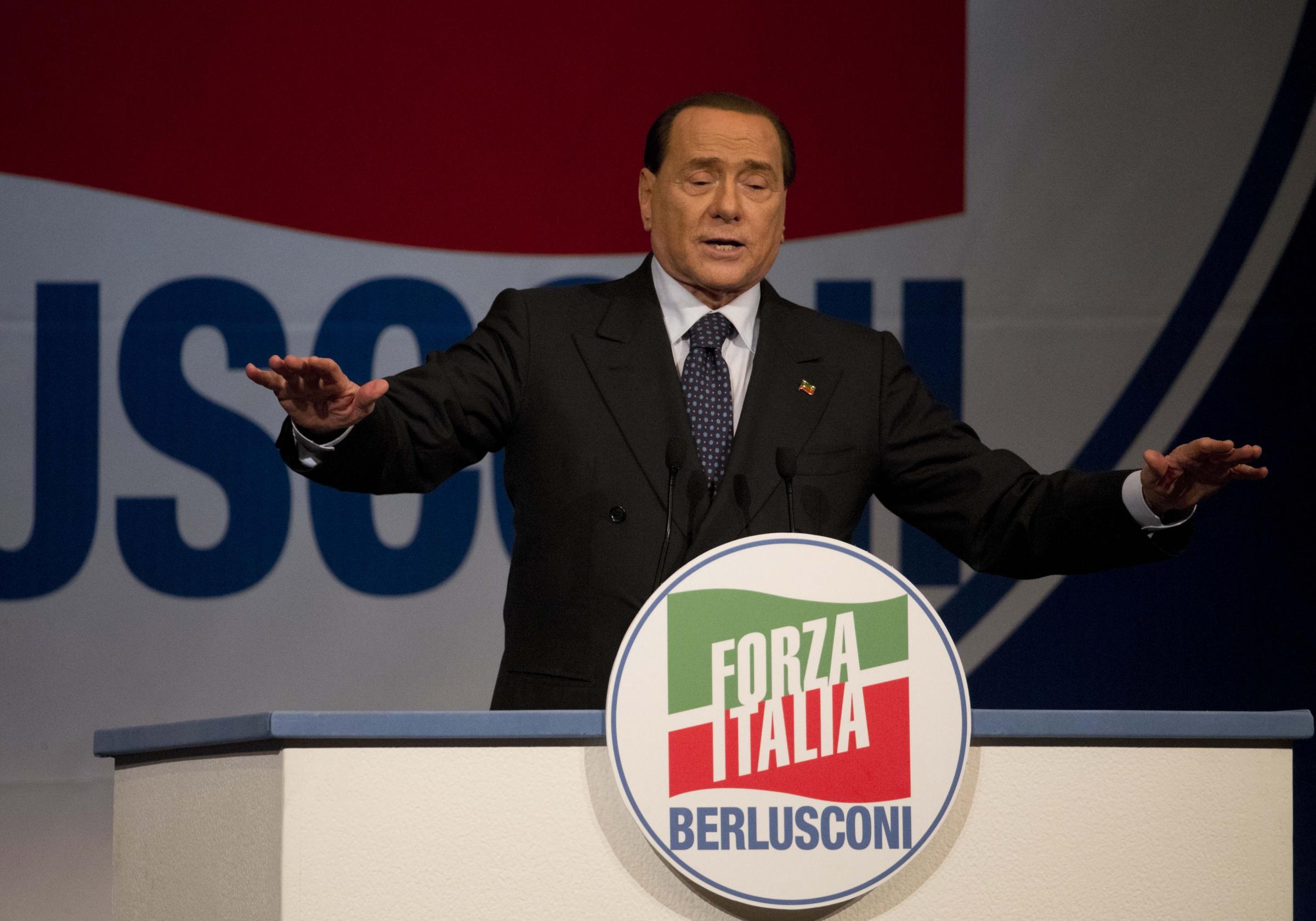 Forza italia con le casse vuote parlamentari impegnano la for Parlamentari forza italia