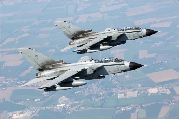 L italia invia i tornado contro l isis m5s siamo in for Numero deputati italiani