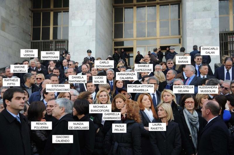 La protesta del pdl al tribunale di milano fanpage for Parlamentari pdl