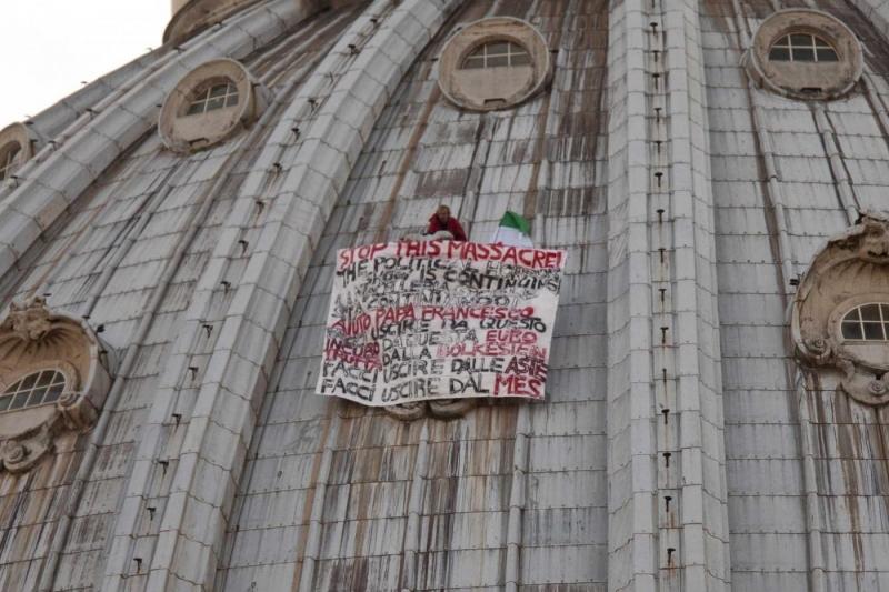 La protesta sul cupolone papa francesco facci uscire dall 39 euro fanpage - Ikea genova uscita autostrada ...