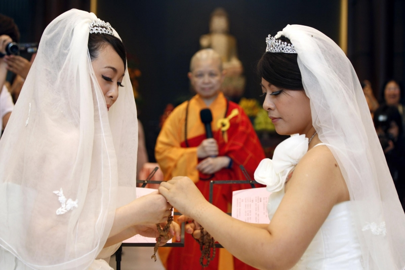 Auguri Matrimonio Buddista : Primo matrimonio lesbo buddista a taiwan fanpage