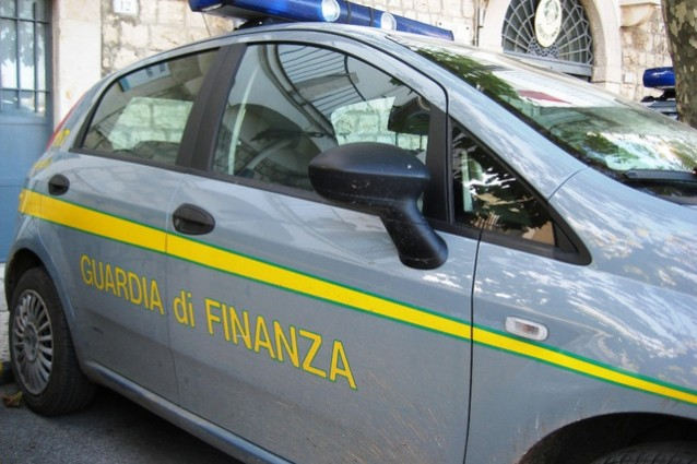 Facebook, Guardia di Finanza nella sede di Milano.