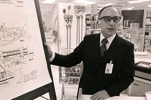 Scomparso Norman Woodland, inventore del codice a barre.