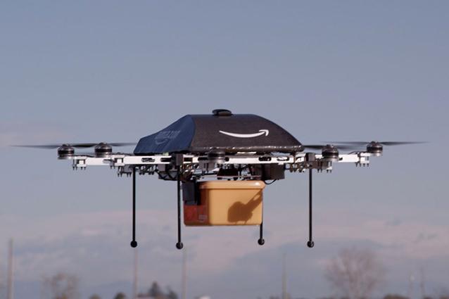 Amazon brevetta la consegna di pacchi tramite drone e paracadute