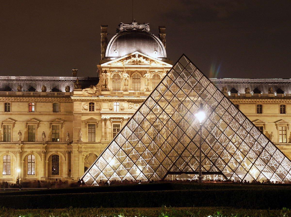http://static.fanpage.it/travelfanpage/wp-content/uploads/2010/04/parigi-francia-museo-louvre.jpg