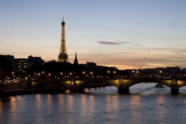 http://static.fanpage.it/travelfanpage/wp-content/uploads/2012/12/Capodanno-a-Parigi-638x425.jpg