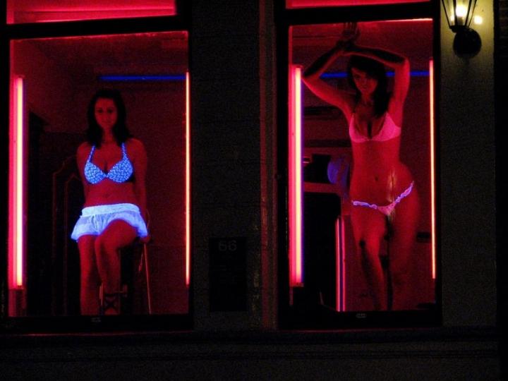 Prostitute in vetrina