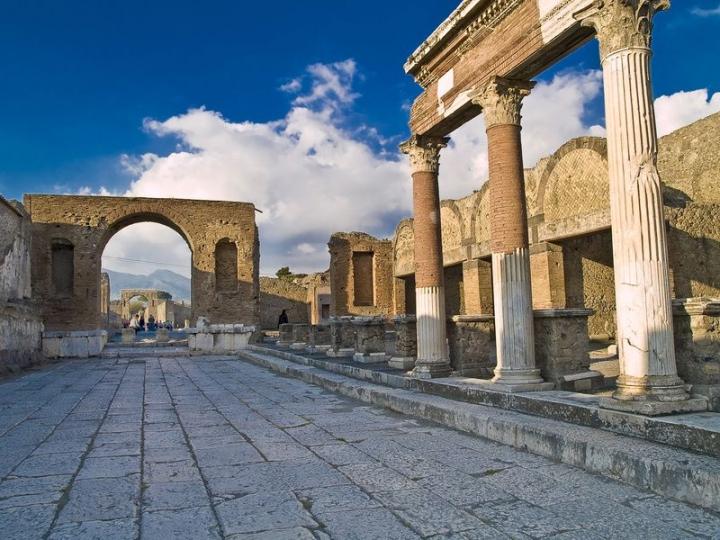 Una via degli scavi di pompei