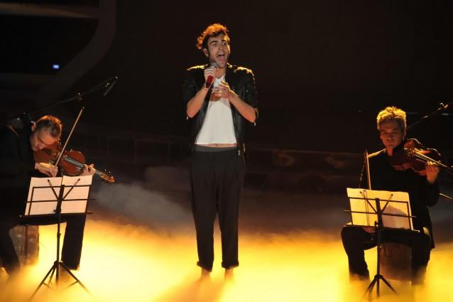Marco Mengoni è tornato a X Factor: ma non era contro? [VIDEO].