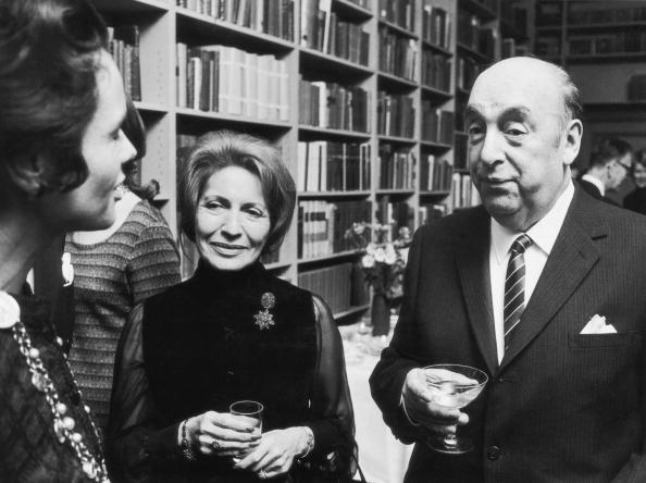Pablo Neruda con sua moglie Matilda in occasione del conferimento del Nobel, 1971