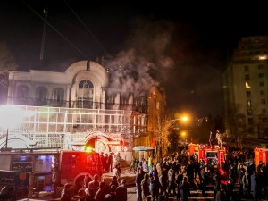 Arabia Saudita impicca imam sciita, esplode la protesta: Ambasciata in fiamme