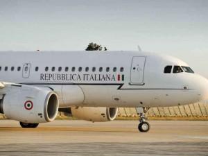 Si rompe finestrino, aereo di Renzi costretto ad atterraggio imprevisto in Brasile