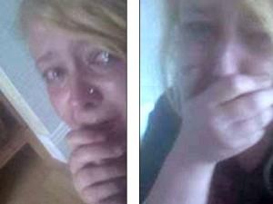 Lui la minaccia di morte lei si barrica in bagno e posta selfie su fb per chiedere aiuto - Selfie in bagno ...