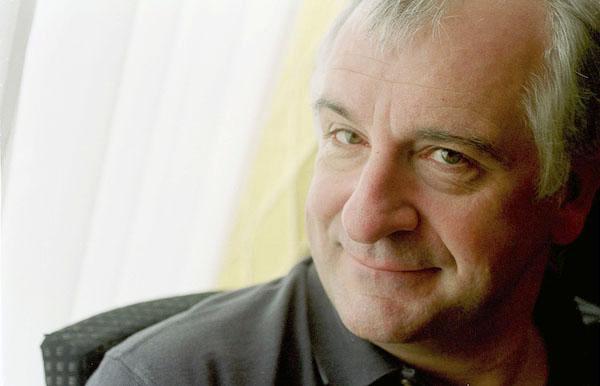 "Douglas Adams, autore di ""Guida galattica per autostoppisti"" (1952-2001)"