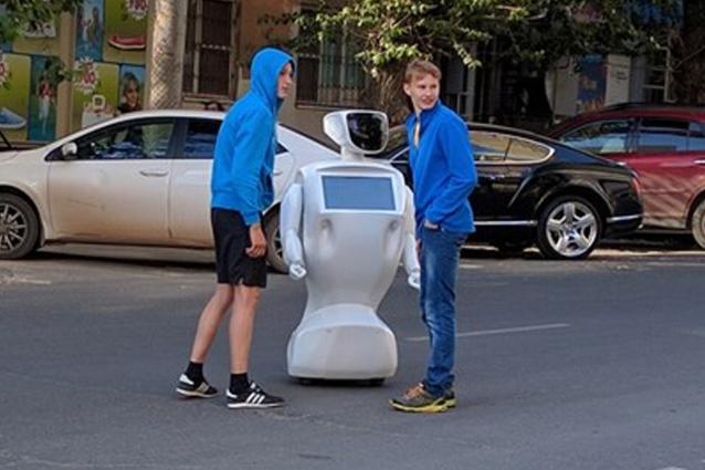Robot fugge dal laboratorio, ritrovato in strada. Una trovata pubblicitaria?