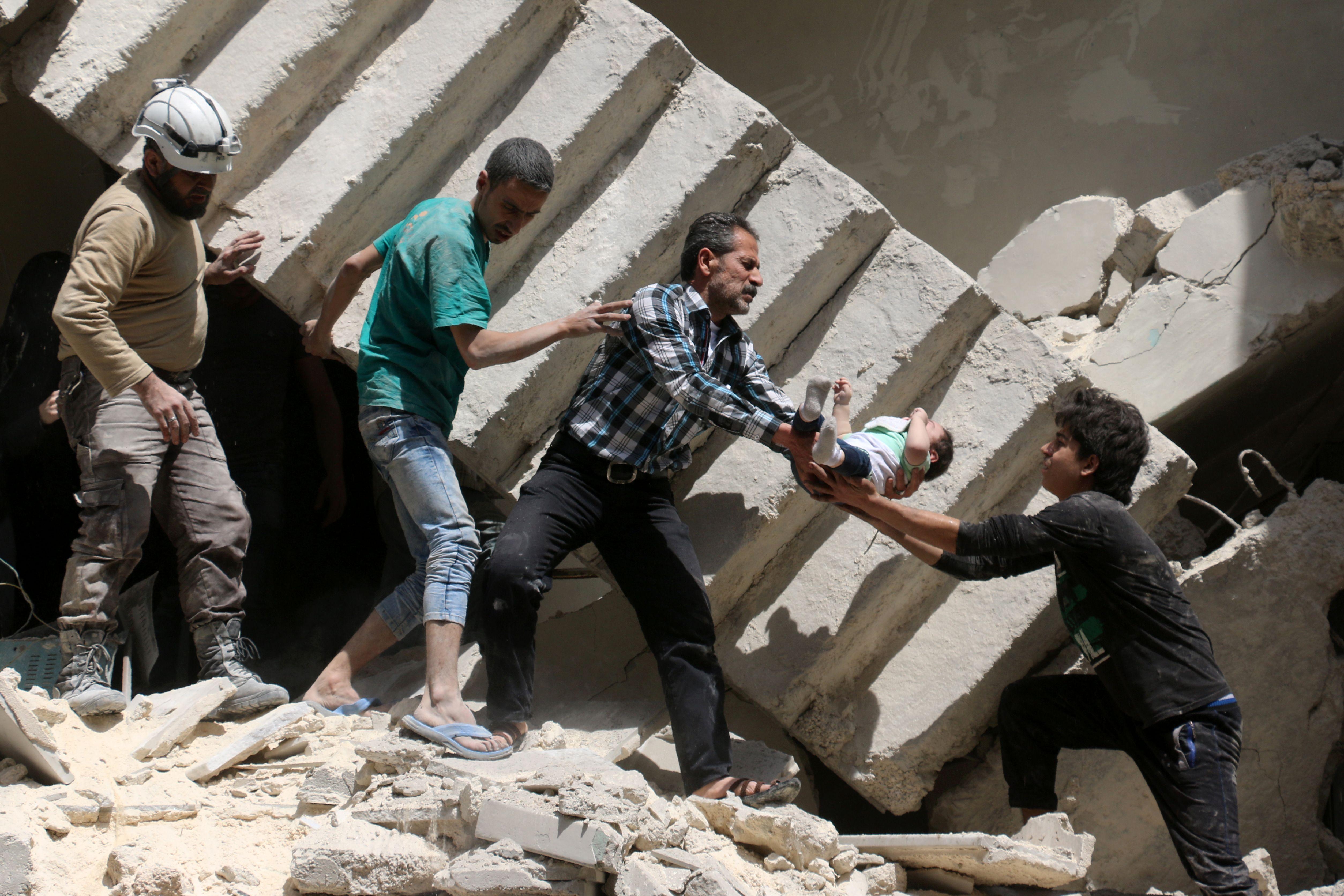 Siria: attivisti, 15 uccisi in raid governativo Aleppo